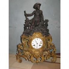 Старинен  френски часовник - ловжийски мотив