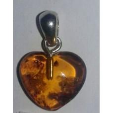 Кехлибар- сърце,висулка с фосилни включения / насекоми No.14