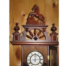 Старинен cтенен часовник